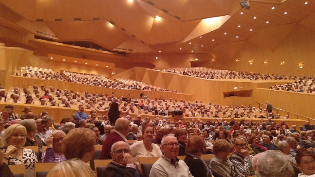 Voluntarios mayores publico senior auditorio zaragoza